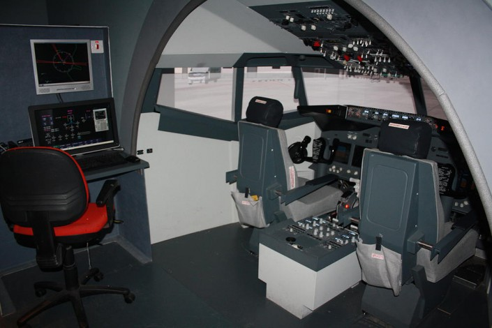 Boeing 737 sim instructor station Prepare for your Ryanair simulator
